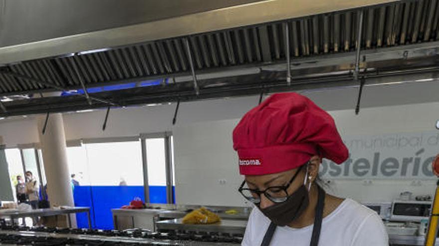 La Escuela de Hostelería de Elche cocinará hasta 200 menús diarios para Alicante Gastronómica Solidaria