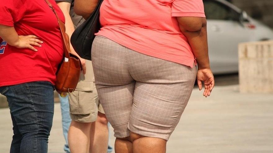 Les dones obeses tenen 10 vegades més possibilitats de patir un càncer que els homes