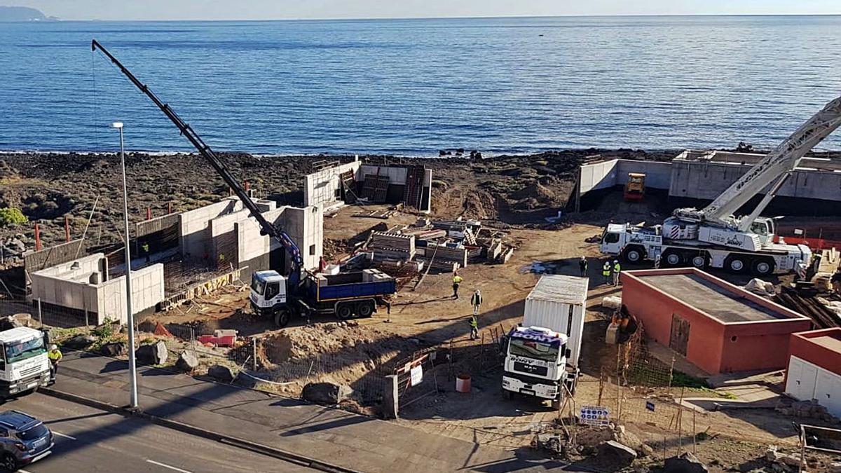 Obras en el Polígono de Güímar para la evacuación de aguas residuales industriales.