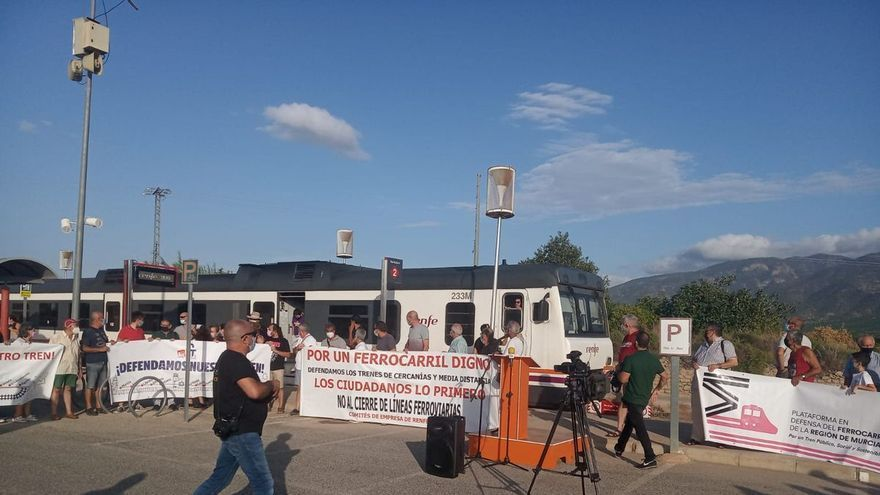 Protesta contra el cierre de los Cercanías en Librilla