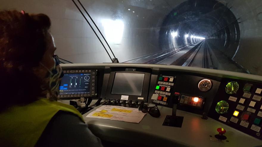 Mercedes García, la primera maquinista en estrenar el túnel