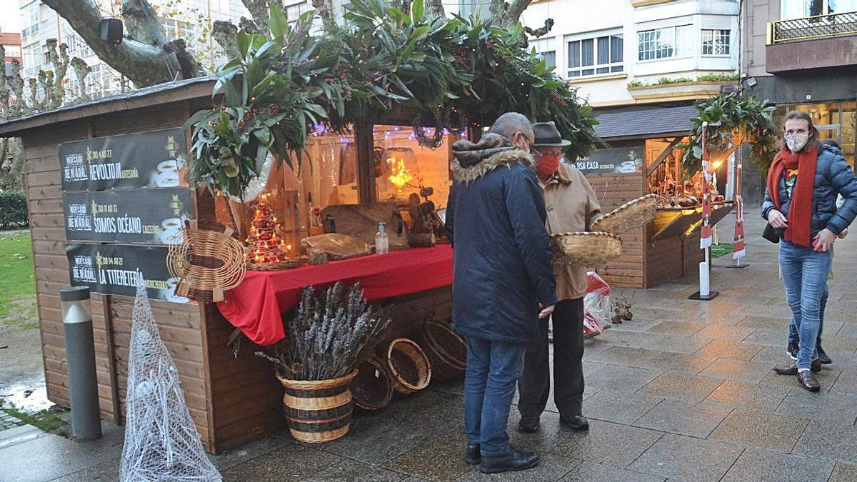 El Mercado de Nadal de Vilagarcía no tuvo buen tiempo para su apertura. |  // NOÉ PARGA