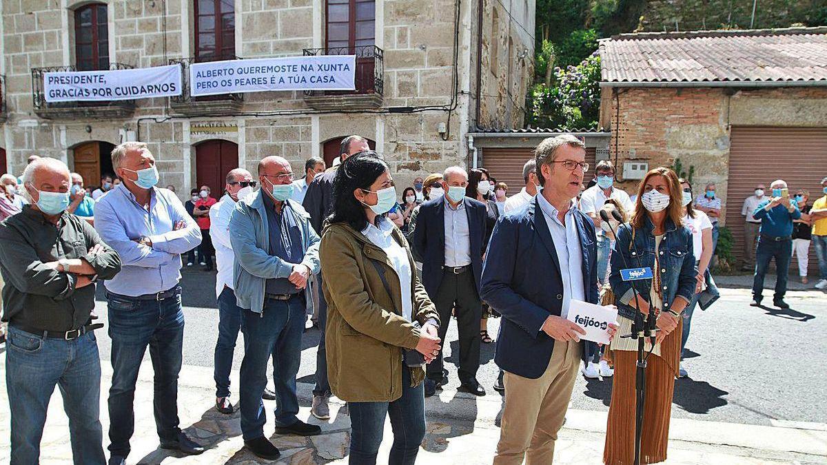 Feijóo, en Os Peares, con Elena Candia y Marisol Días, cabezas de lista por Lugo y Ourense.