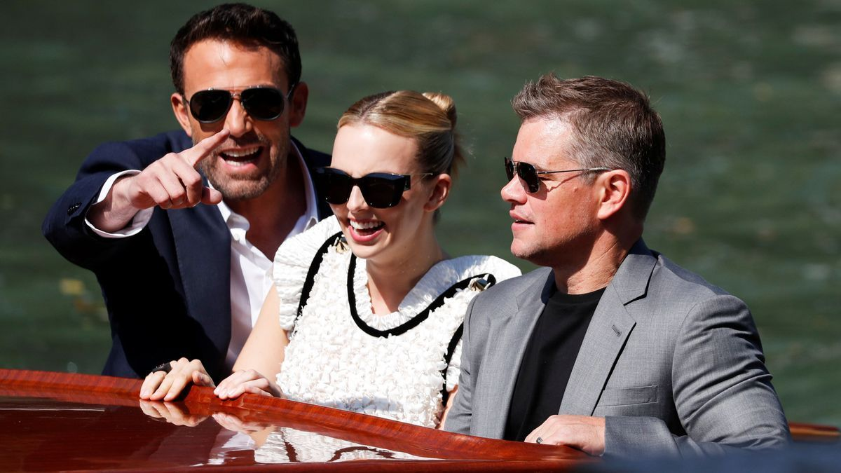 Ben Affleck, Jodie Comer y Matt Damon a su llegada al 78 Festival de Cine de Venecia.