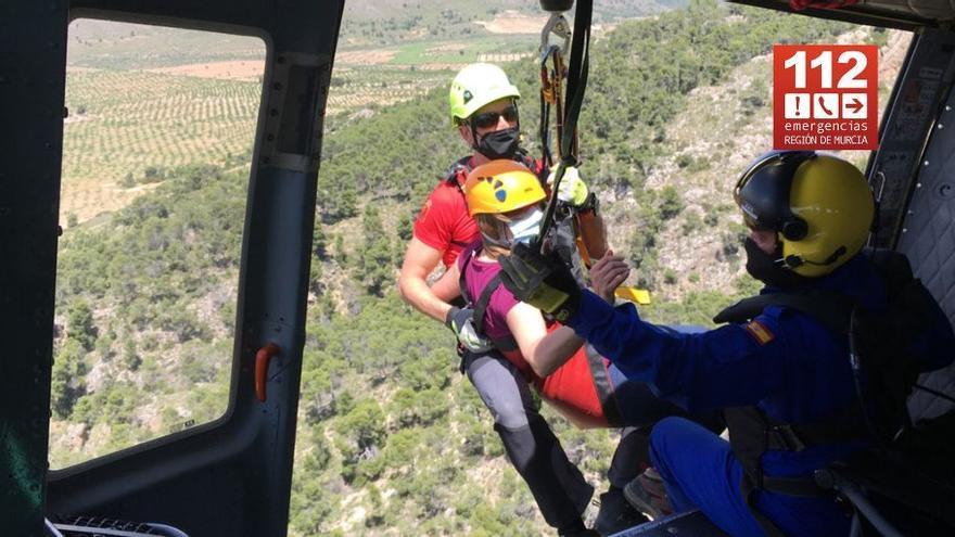 Rescatan por aire a una senderista herida en la Sierra de Salinas de Yecla
