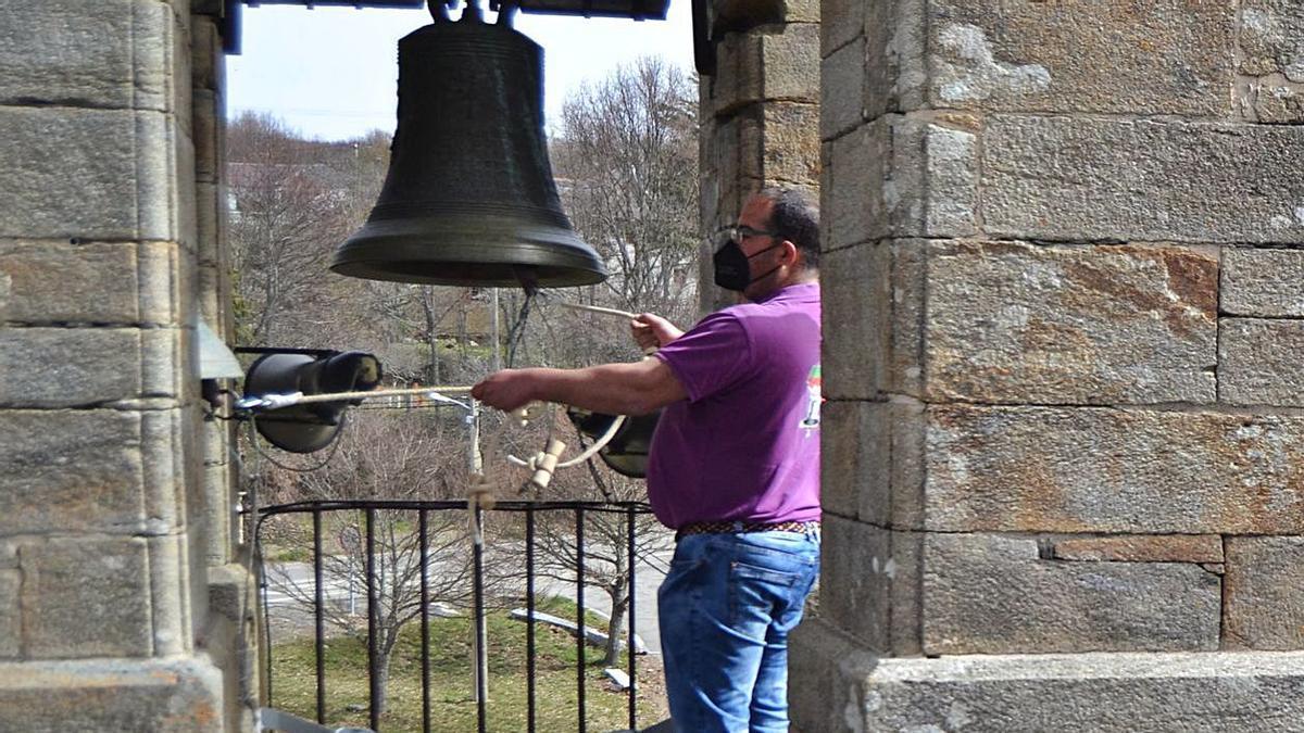 En medio del silencio el toque de campanas de las tierras vaciadas