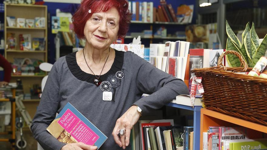 Juana Castro participa en una lectura de versos junto a Ida Vitale