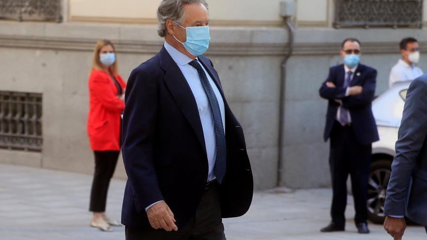 El marido de Cospedal afirma que tenían relación con Villarejo porque sospechaban del espionaje al PP