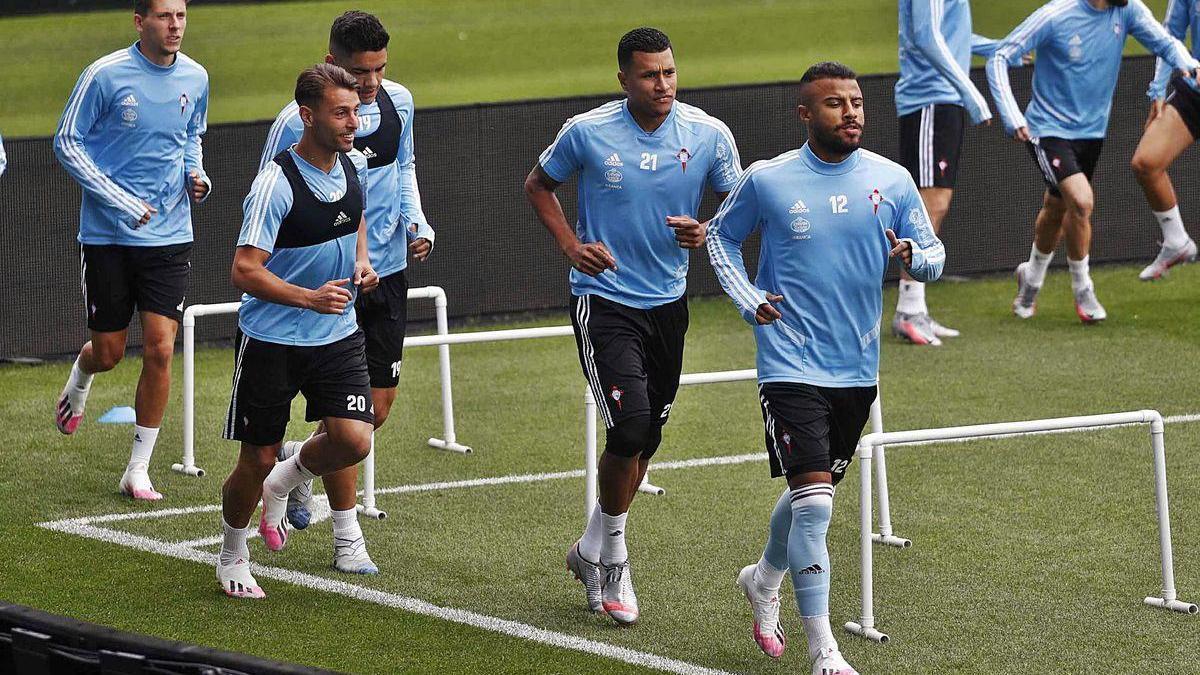 Rafinha, junto a Murillo, Kevin y el 'Toro' Fernández, en un entrenamiento.