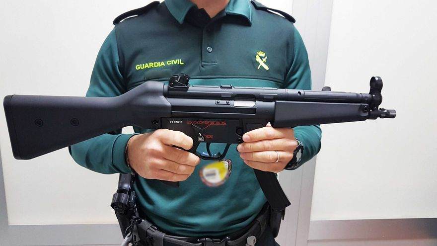La Guardia Civil interviene dos armas de airsoft en el aeropuerto de Palma