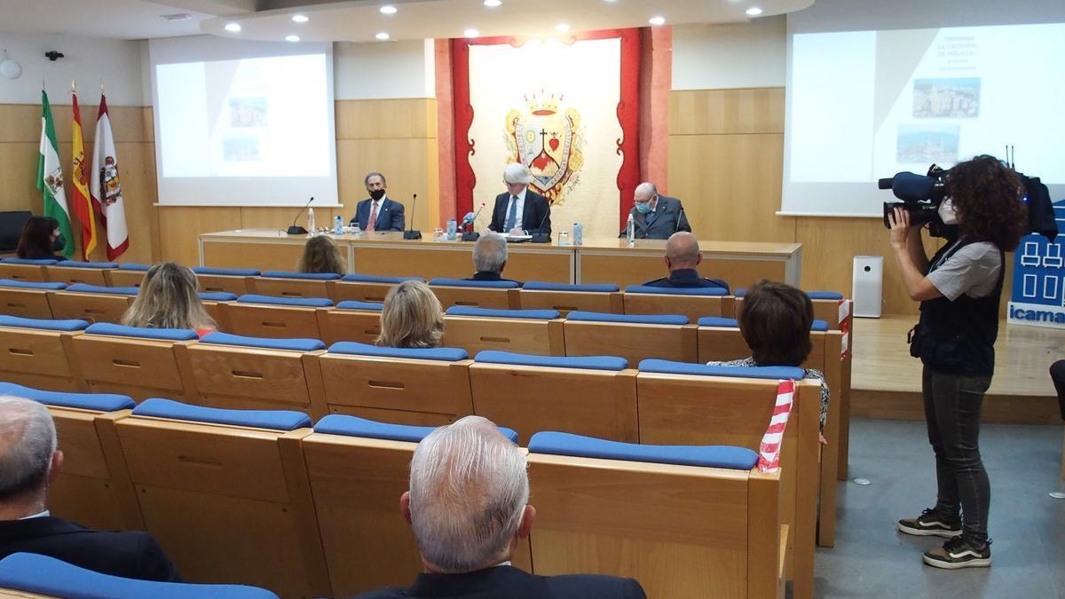 Presentación del libro 'Terminar la Catedral de Málaga... Y otros aconteceres', obra del letrado José Antonio Portillo.