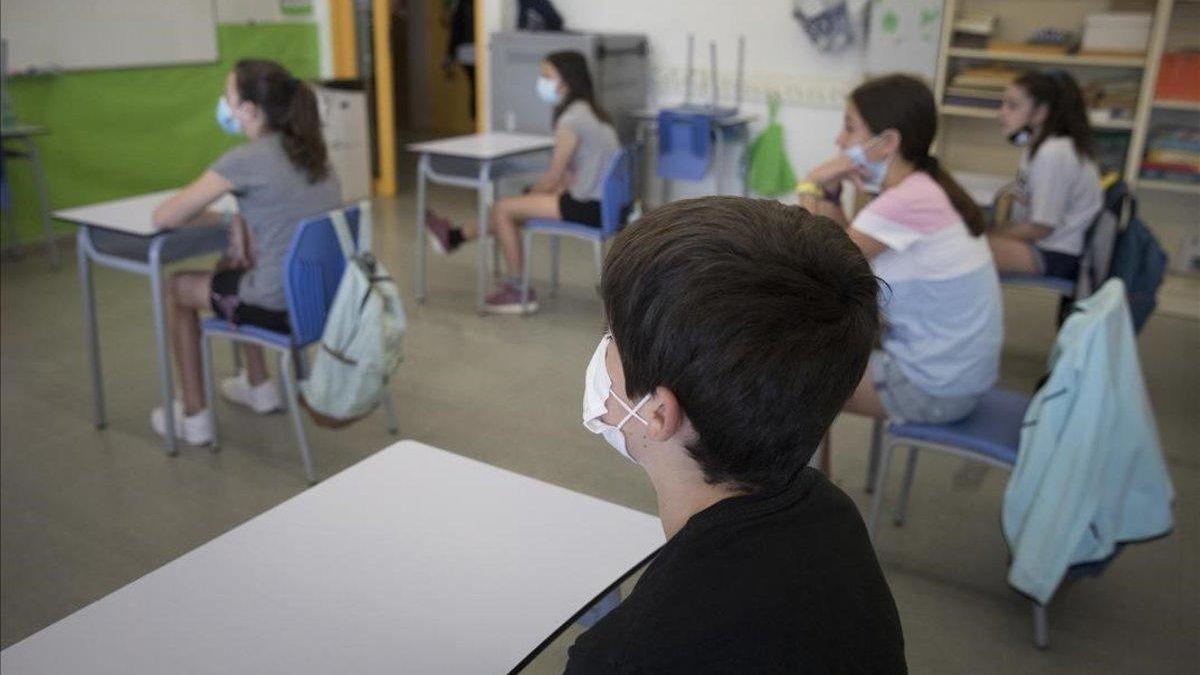 Escolares canarios en el comienzo de clases en crisis de coronavirus