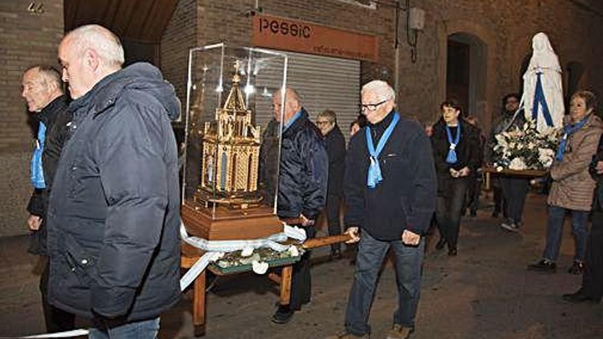 Manresa rep amb veneració les relíquies de santa Bernardeta