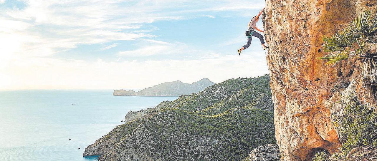 Los practicantes del psicobloc también disfrutan de imágenes casi idílicas de la costa mallorquina