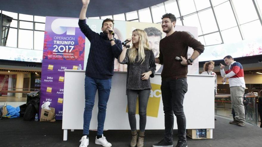 Nerea, Ricky y Cepeda, cantantes de OT, desatan la locura en Siero