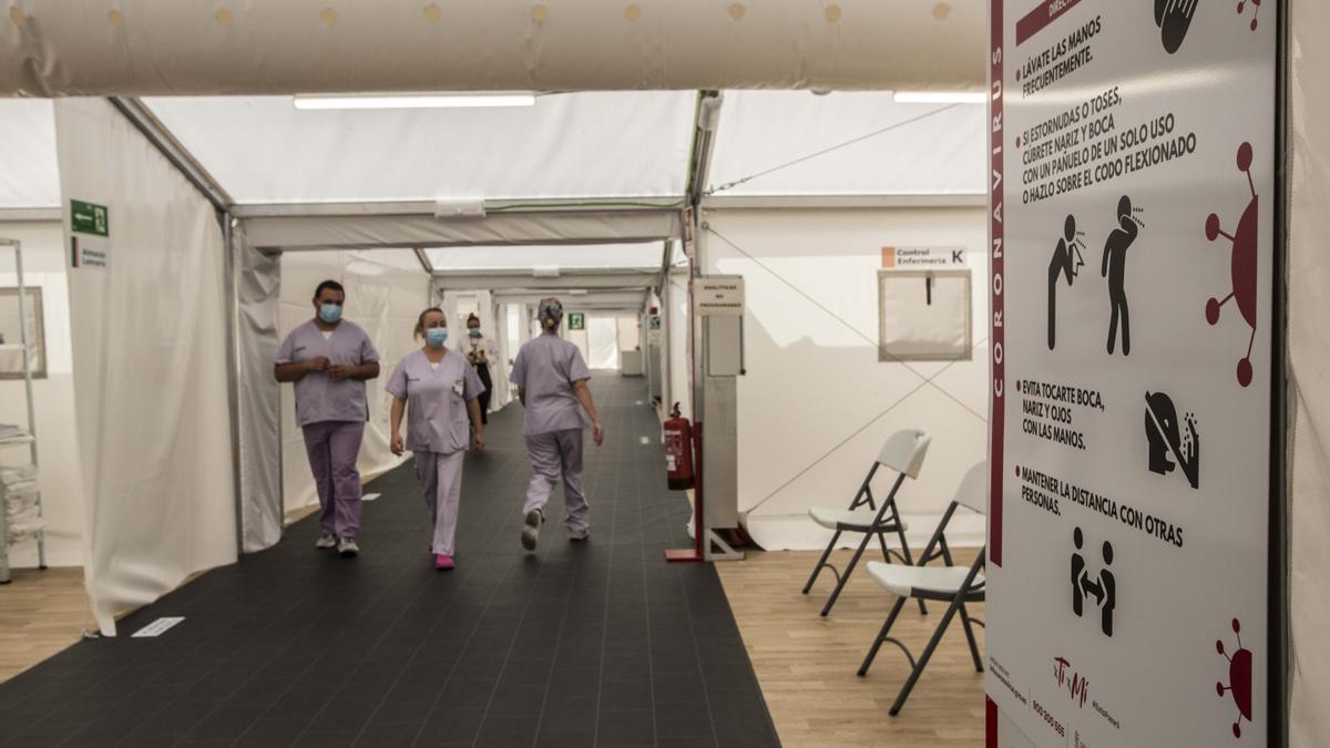 Hospital de campaña instalado en el Hospital General de Alicante, en imagen de archivo