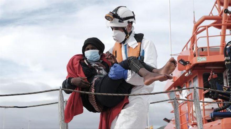 Salvamento Marítimo rescata a 36 migrantes a bordo de una patera en el sur de Gran Canaria