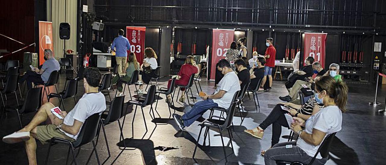 Vacunaciones en el Gran Teatre de Xàtiva, la semana pasada | PERALES IBORRA