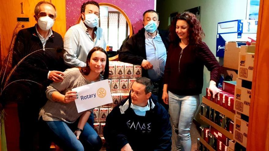 Dos clubes rotarios ponen en marcha un proyecto solidario que ya da de comer a 110 personas diarias en Canals
