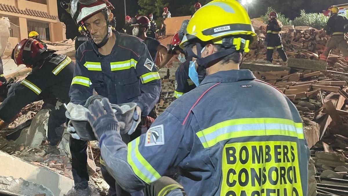 Labores de rescate en el edificio de Peñíscola.
