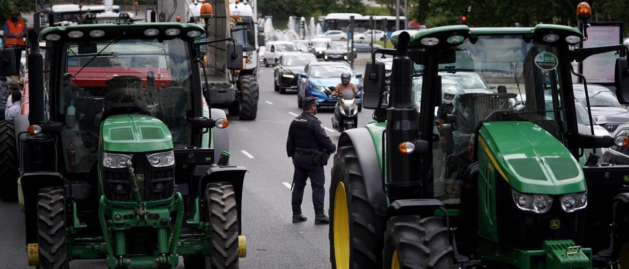 La Policía Nacional autorizó la caravana por el trasvase Tajo-Segura sin camiones tras dos horas de bloqueo
