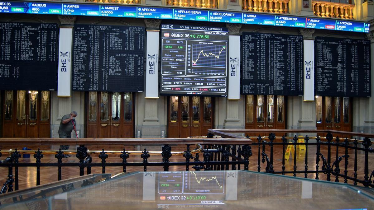 La Bolsa española abre con ganancias del 0,17 % y roza los 8.800 puntos