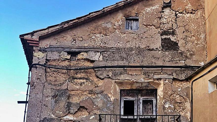 Castielfabib solicitará la cesión de la casa abadía y la central hidroeléctrica