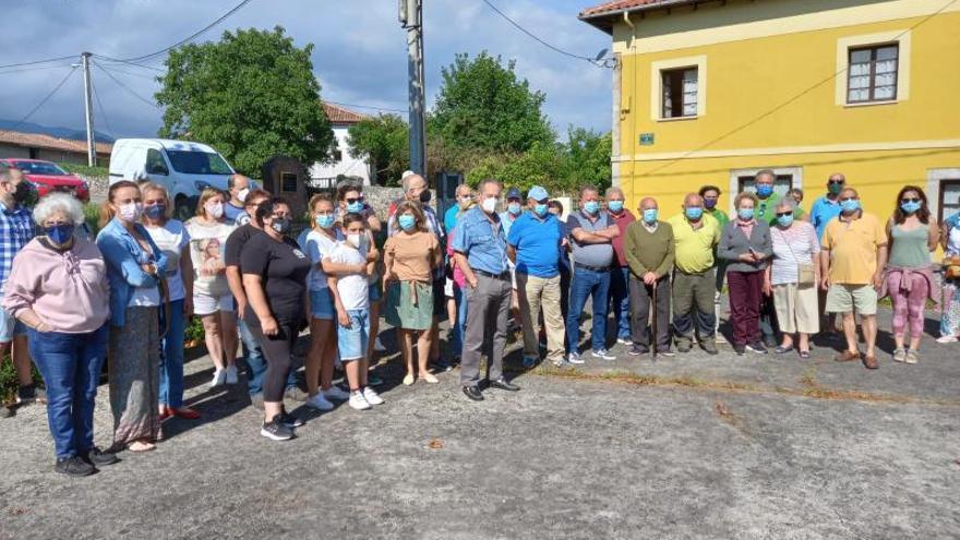 Los vecinos de Hontoria (Llanes) exigen solución a los cortes de suministro de agua