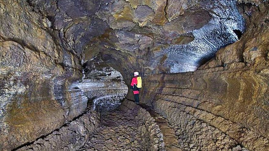 Regreso al mayor tubo volcánico de Europa