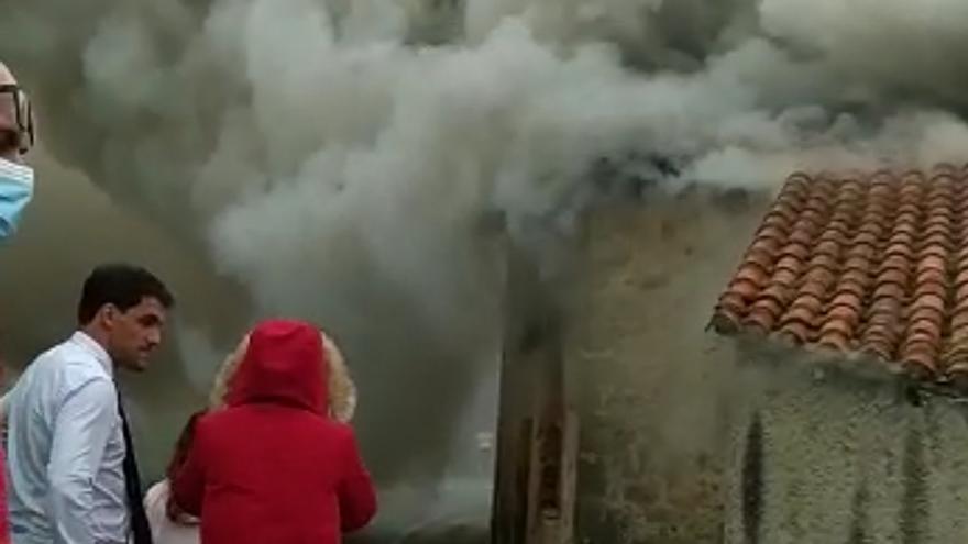 Arde material de construcción por valor de 20.000 euros en Ribadedeva