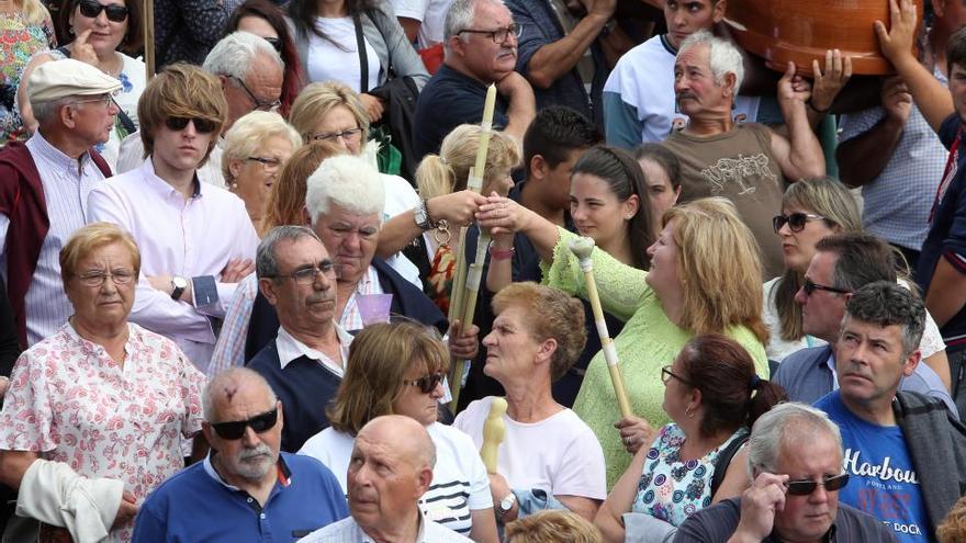 Santa Marta de Ribarteme:  donde los vivos desfilan en ataúdes