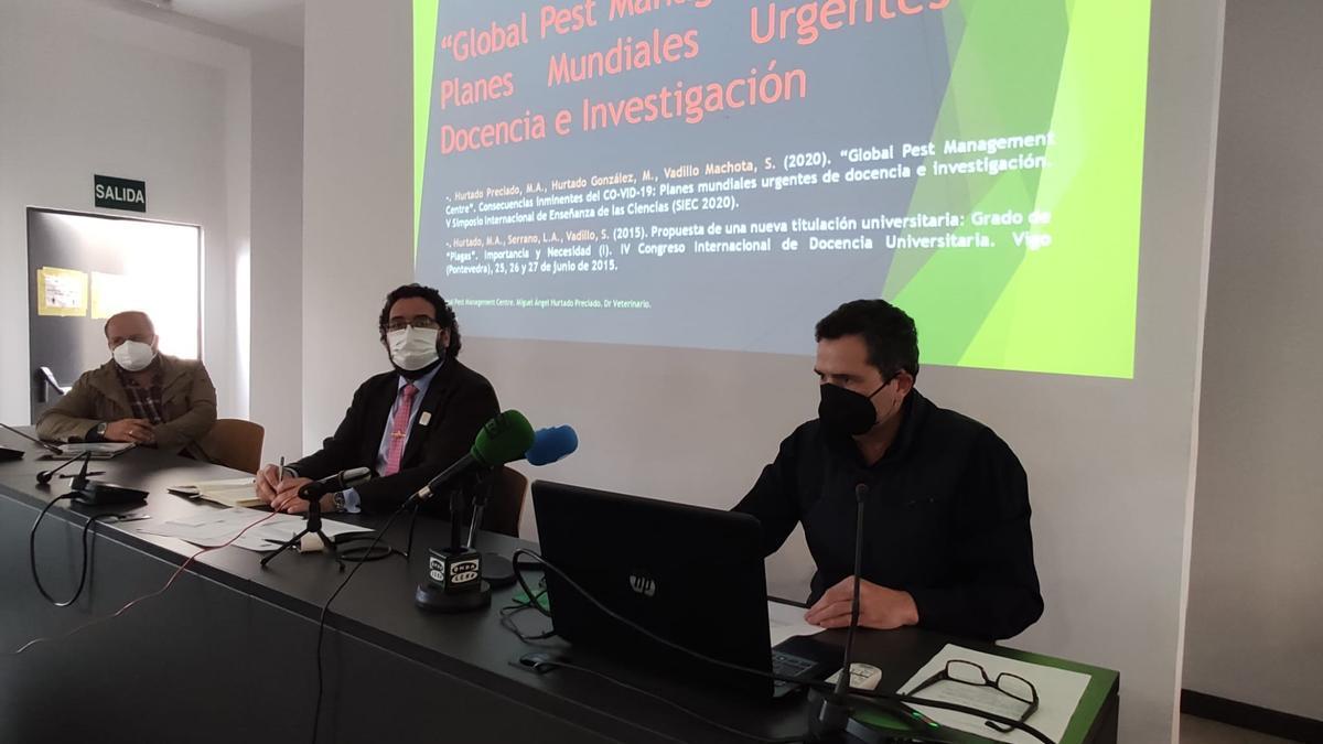 Alfonso Corrales, Jaime Vega y Miguel Ángel Hurtado, durante la presentación del nuevo centro.