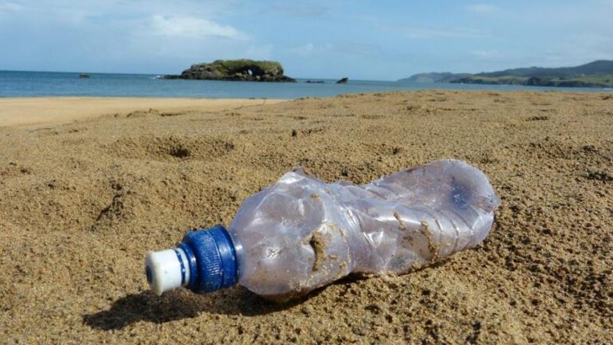 Casi el 72% de la basura de la costa española es plástico