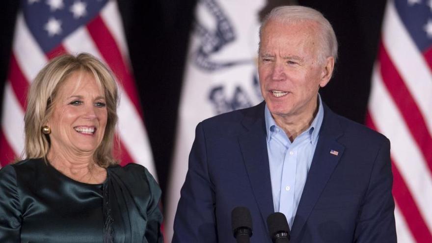 Biden y su esposa recibirán la vacuna contra la COVID-19 este lunes