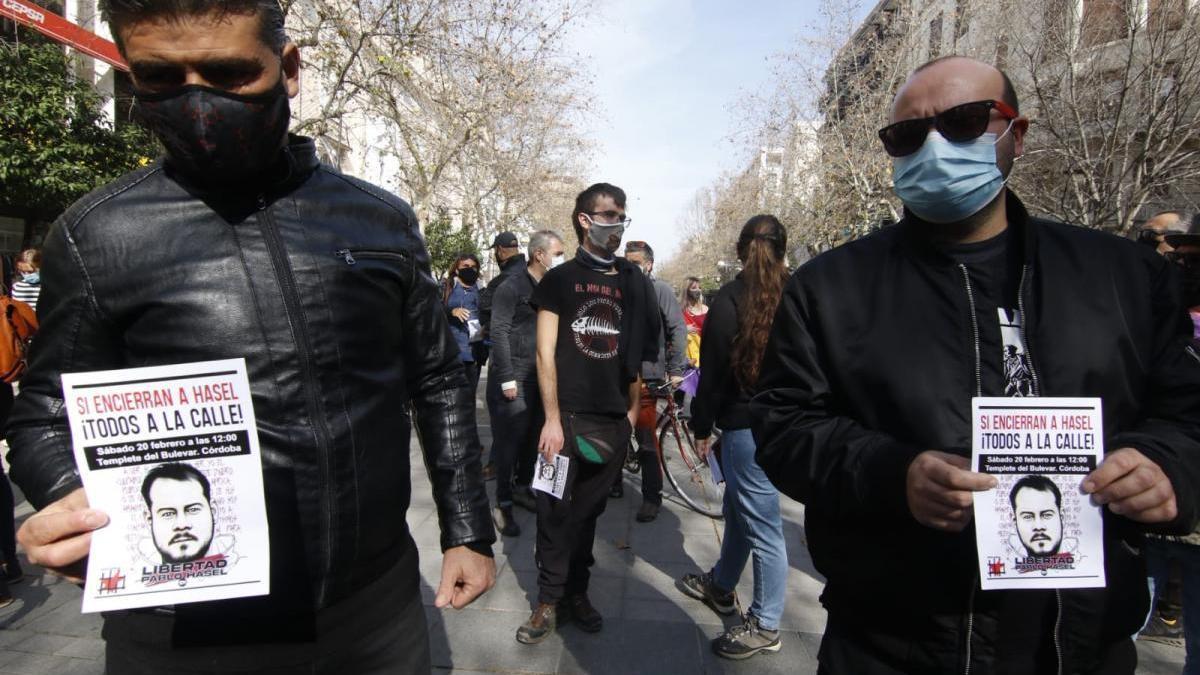 Unas 130 personas se suman en Córdoba a las protestas por el encarcelamiento del rapero Hasél