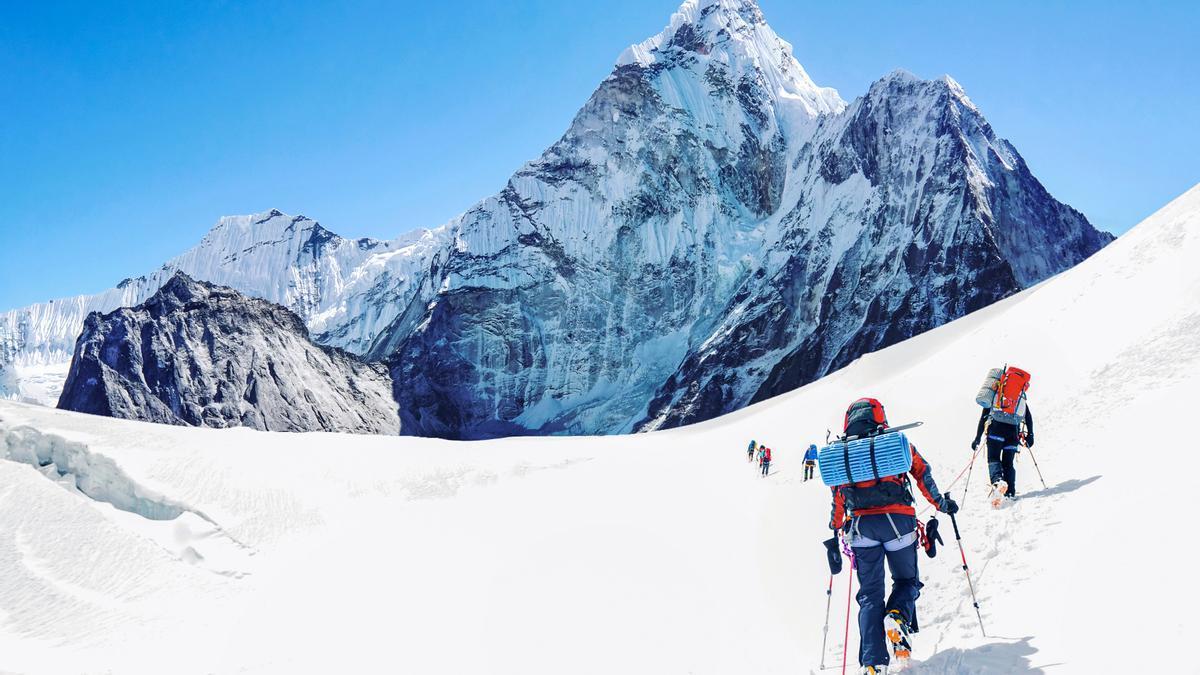 Montañeros cerca de la cima del Everest