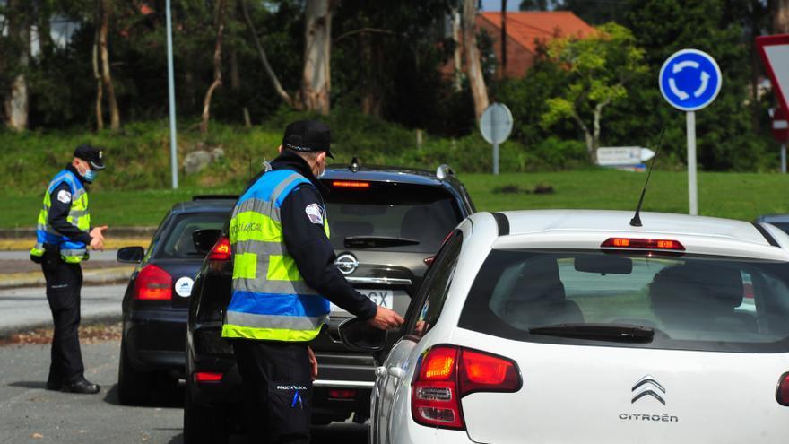 Detenido un joven que se encaró con la Policía Local de A Illa