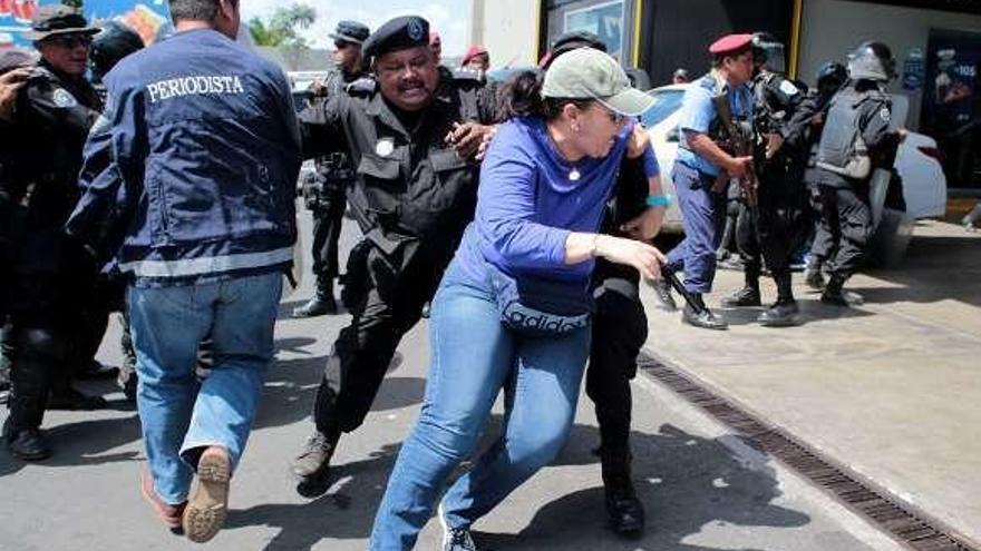 La Policía de Daniel Ortega reprime con violencia la primera protesta en seis meses en Nicaragua