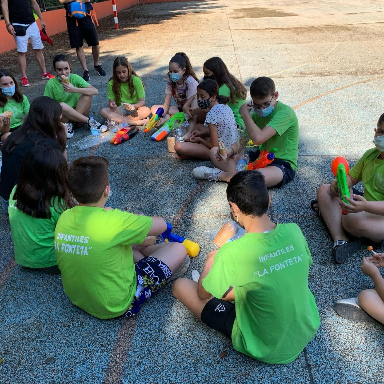 Fiesta infantil del agua de Grabador Jord�n-Escultor Pastor.jpg