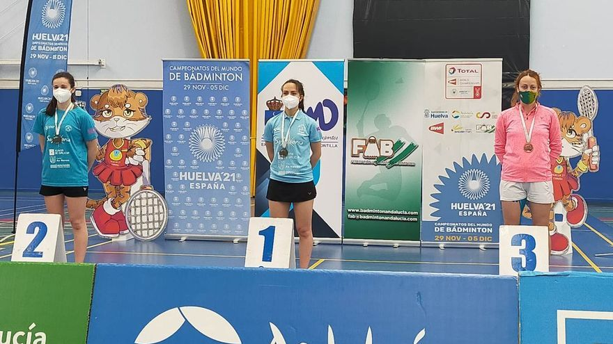Doble podio para Manuela Díaz en la prueba nacional de bádminton de Montilla