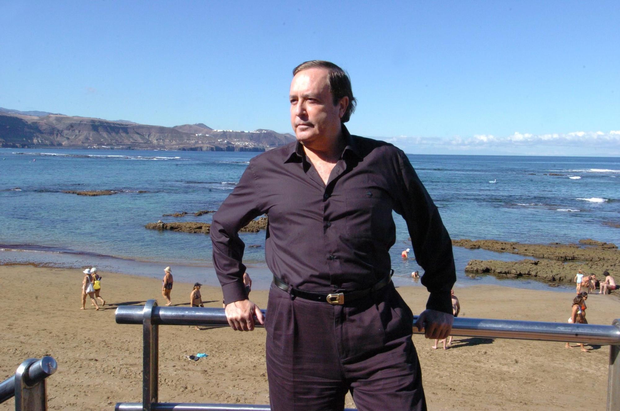 Fallece Justo Jorge Padrón, Premio Canarias de Literatura