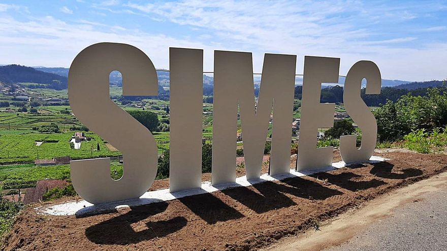 Una iniciativa vecinal se transforma en un gran cartel de bienvenida a Simes
