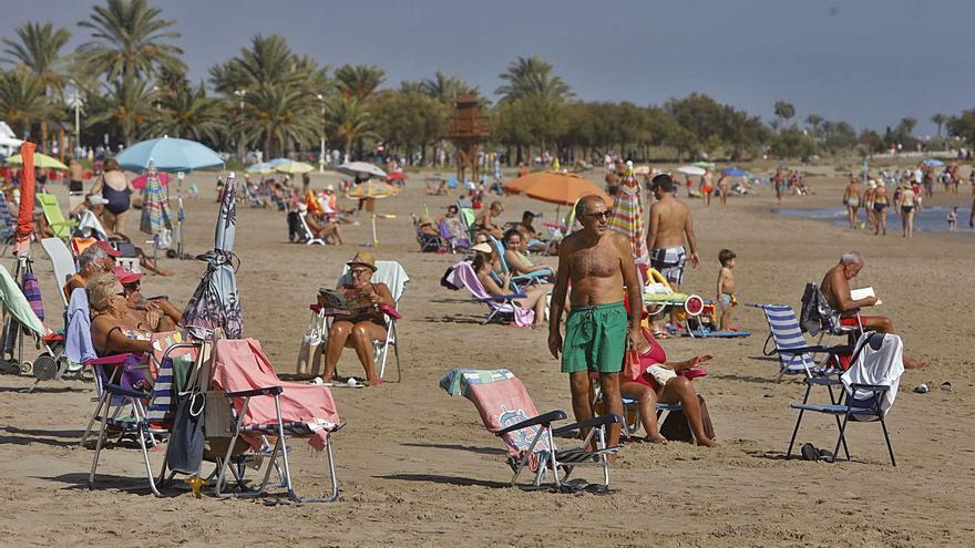 El 9 d'Octubre llena la playa de Port de Sagunt