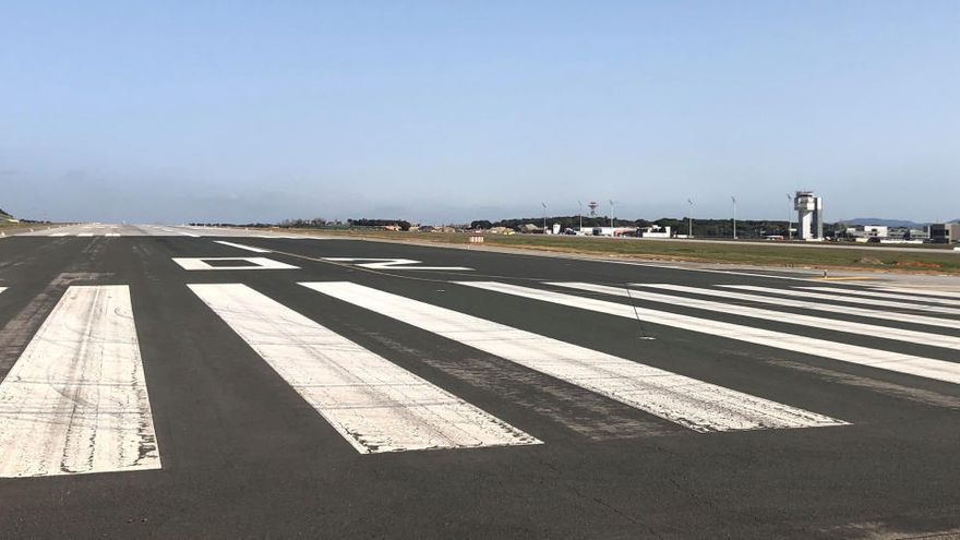 Aena inverteix 7,7 milions d'euros en el reasfaltatge de la pista d'aterratge de l'aeroport de Girona