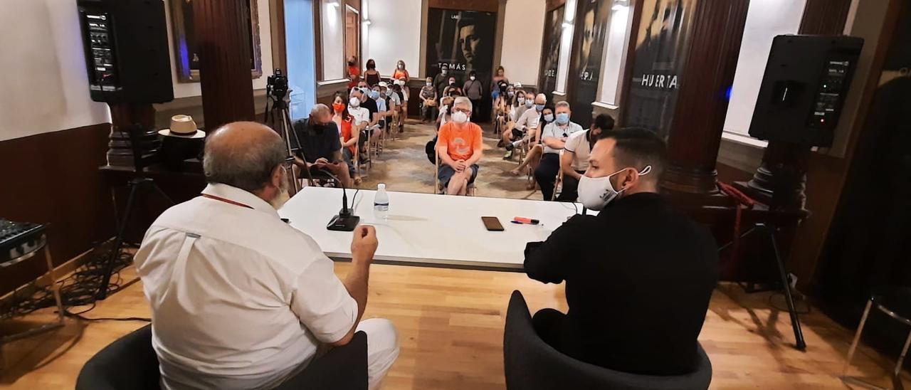 Rafa Mas, concejal de Compromís, anuncia la presentación de la declaración en el Pleno.