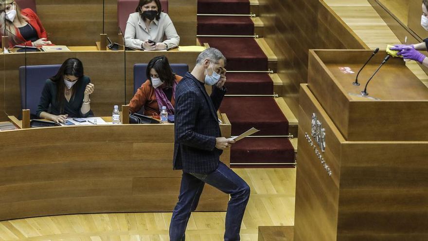 Toni Cantó lanza guiños a PP y Vox en pleno debate sobre unir a la derecha en el Parlamento valenciano