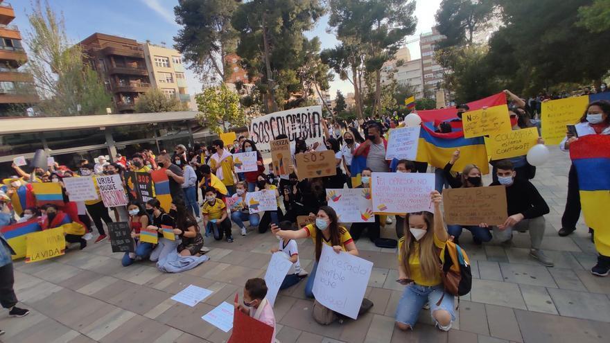 La comunidad colombiana de Elda exige la paz en su país
