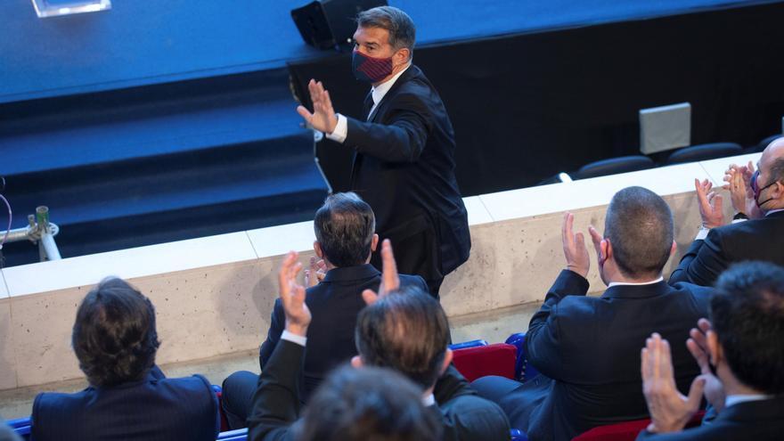 Laporta asume la presidencia del Barcelona con un emotivo discurso