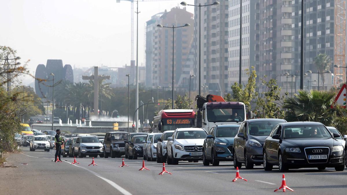 Controles policiales por el cierre perimetral en València-