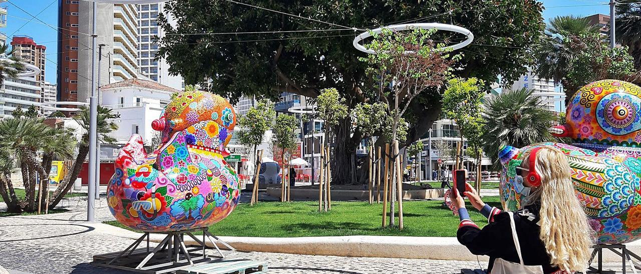 Las esculturas de Hung Yi ya se pueden ver en algunas de las calles del centro urbano de Benidorm. | A.V.